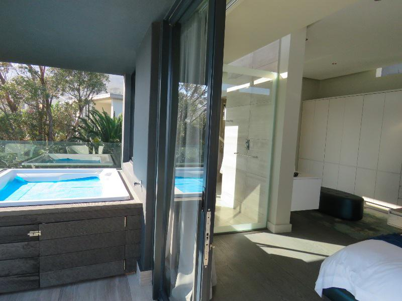 Property For Sale in Camps Bay, Cape Town 17