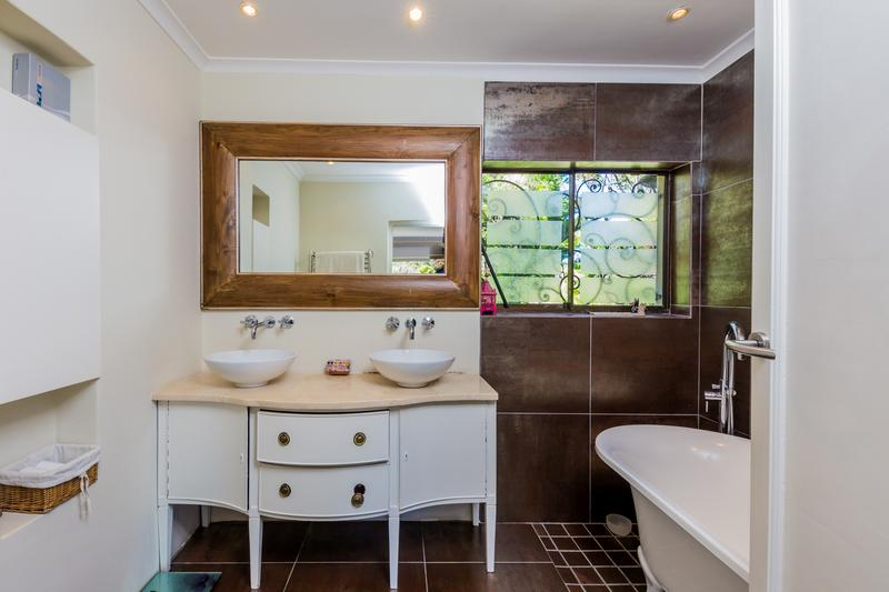 Property For Sale in Scott Estate, Hout Bay 16