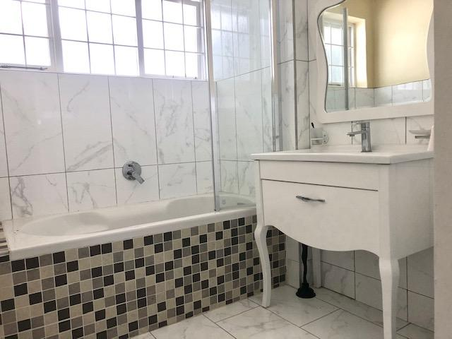 Property For Rent in Constantia, Cape Town 20